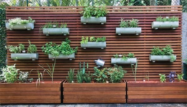 Donice ogrodowe drewniane – dlaczego warto kupować ekologiczne pojemniki do ogrodu?