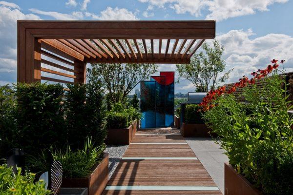 Kratki ogrodowe drewniane – przydatny artykuł przy organizacji ogrodu