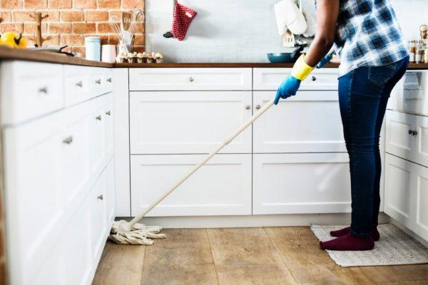 Dlaczego warto skorzystać z pomocy firmy sprzątającej?