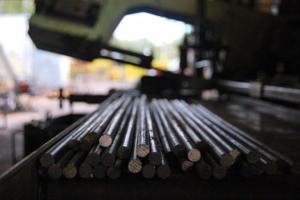 Na czym polega śrutowanie stali? Przebieg procesu