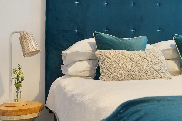 Łóżka małżeńskie do modnej w 2021 roku sypialni – jakie kupić?