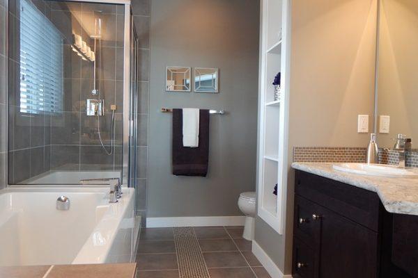 Poznaj wszystkie rodzaje kabin prysznicowych!