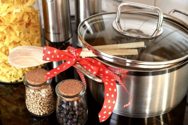 Wyposażenie kuchni- sprawdź czym charakteryzują się dobre garnki